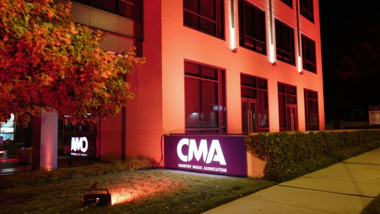 CMA hosts food drive to benefit music industry, event workers amid ongoing cancellations